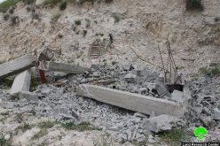 تحت تهديد بلدية الاحتلال, عائلة أبو قلبين تهدم شقتين سكنيتين قيد الإنشاء هدماً ذاتياً بعد تسلمها قراراً بهدمهما