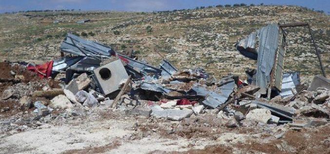 الاحتلال الإسرائيلي يهدم مساكن وبركسات زراعية شرق قرية رامون