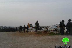 هدم 6 مساكن لمواطنين في خربة أم الخير شرق بلدة يطا بمحافظة الخليل