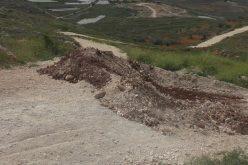 أغلق الاحتلال 147 طريقاً منذ بداية الانتفاضة <br> الاحتلال الإسرائيلي يغلق 3 طرق زراعية رئيسية جنوب قرية قريوت بمحافظة نابلس