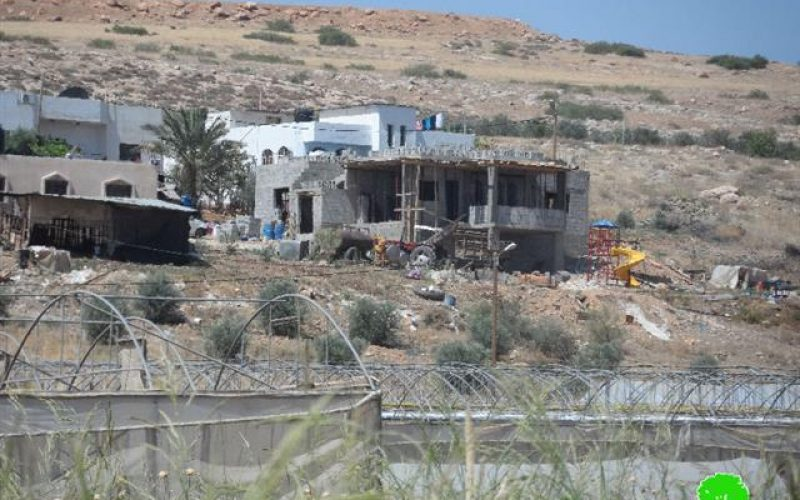 Israeli Occupation Forces notify two residences of Stop-Work in Tubas governorate