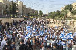 """في الذكرى ال49 لإحتلال مدينة القدس,مستوطنون ينظمون مسيرة الأعلام السنوية التي يحتفلون فيها بذكرى ما يسمونها """"بتوحيد القدس"""""""