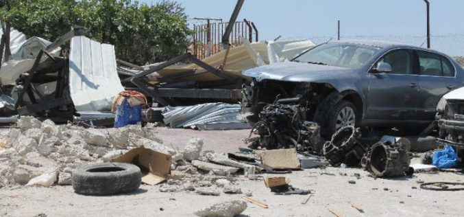 جرافات الاحتلال تهدم كراجاً لتصليح السيارات في بلدة عناتا بالقدس المحتلة
