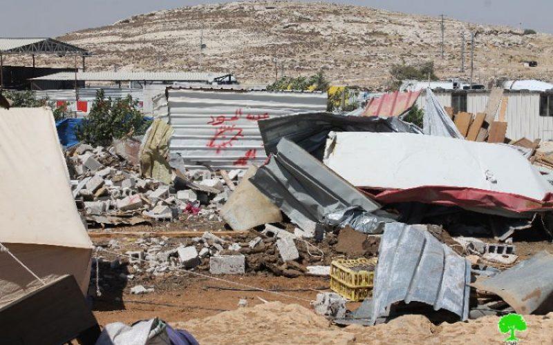 الاحتلال يهدم بركسات سكنية وحظائر أغنام في تجمع بدوي العزازنة في بلدة عناتا بالقدس المحتلة