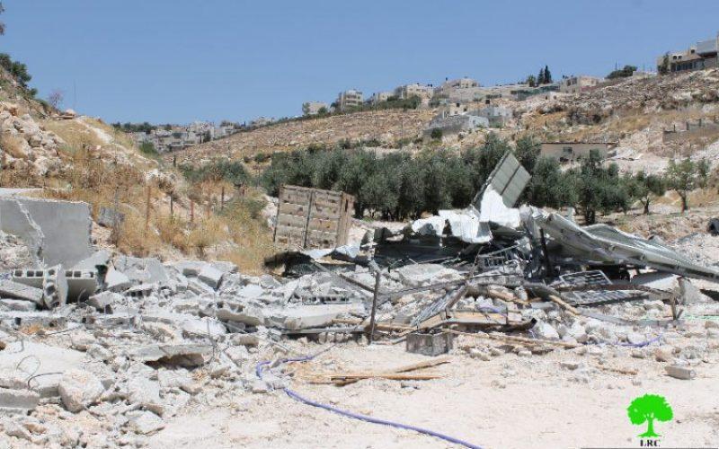 The Israeli occupation municipality demolishes three residences in Jerusalem