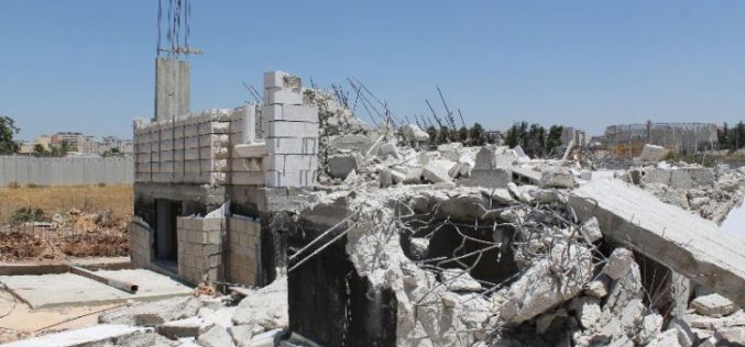In a massive vicious attack on Palestinian structure: Israeli Occupation Forces demolish 12 buildings in the Jerusalem town of Qalandiya