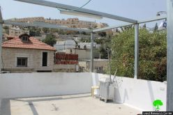 The Israeli occupation municipality orders Qarai'n family to self-demolish their structure in Wad Hileh area
