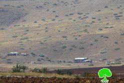 إخطار 10 عائلات بهدم منازلهم ومصادرة جرافة في خربة الرأس الأحمر في الأغوار الشمالية