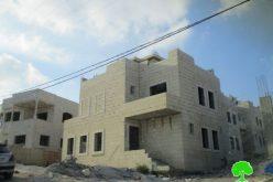 الاحتلال الإسرائيلي يخطر منزلاً قيد الإنشاء في بلدة حوارة بمحافظة نابلس
