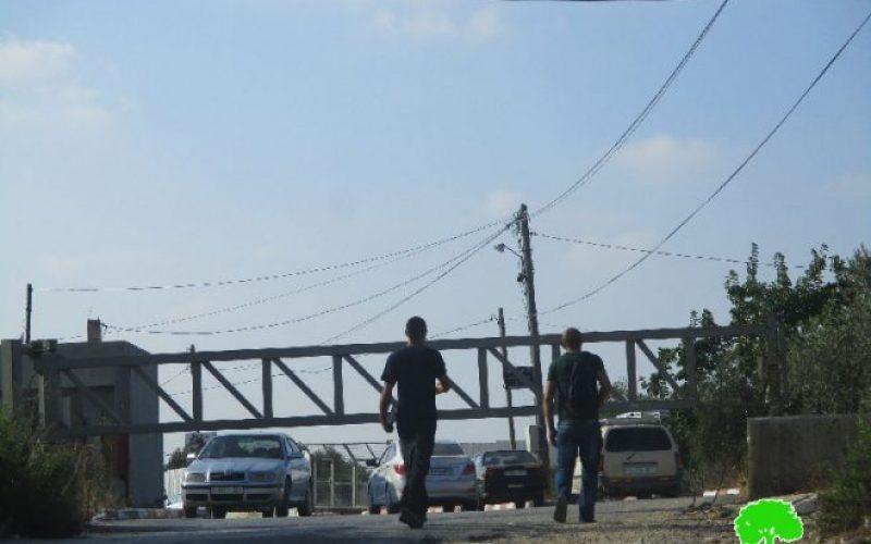جيش الاحتلال الإسرائيلي يعيد إغلاق مدخل بلدة كفل حارس الجنوبي بمحافظة سلفيت