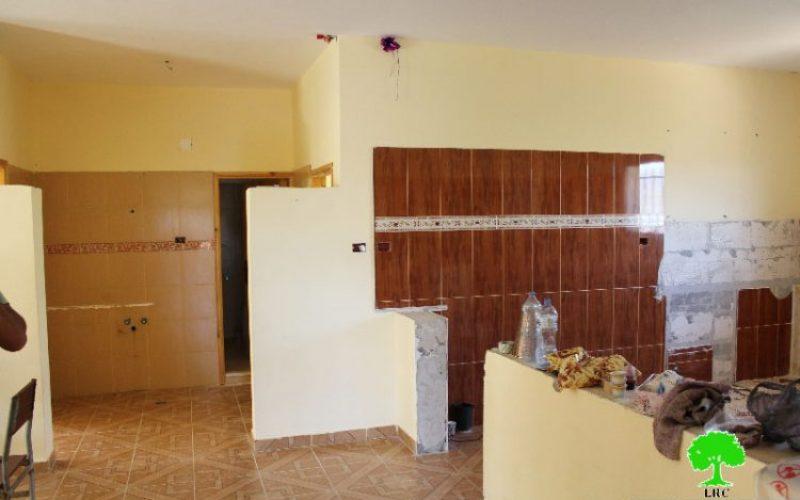 أمر عسكري بهدم ومصادرة مسكن في بلدة دورا بمحافظة الخليل تحت ذريعة الأمن