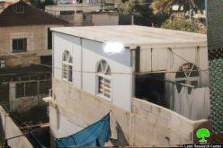 بلدية الاحتلال تجبر عائلة قراعين بهدم غرفة سكنية هدماً ذاتياً في واد حلوة تنفيذاً لقرار بلدية الاحتلال