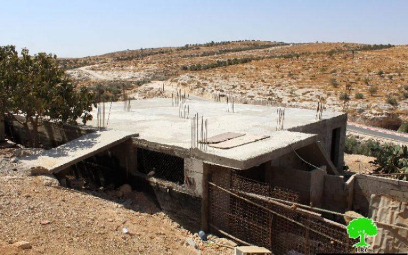 الاحتلال يهدد بهدم منزل في قرية التواني شرق بلدة يطا بمحافظة الخليل