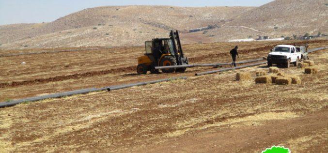 إخطار بوقف العمل في خط المياه الناقل إلى خربة الرأس الأحمر ومصادرة مضخة مياه في خربة الدير