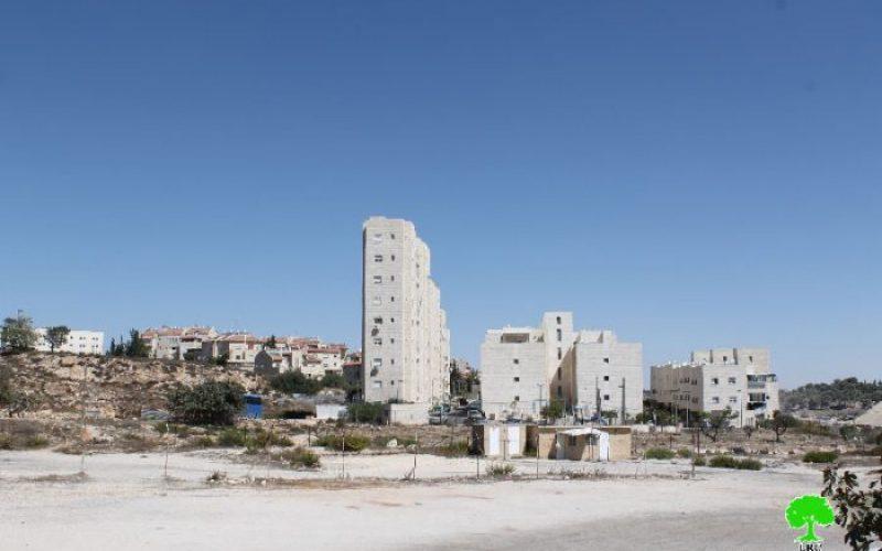 بلدية الاحتلال تهدم جزء من مسكن في بيت صفافا جنوب مدينة القدس المحتلة بحجة البناء بدون ترخيص