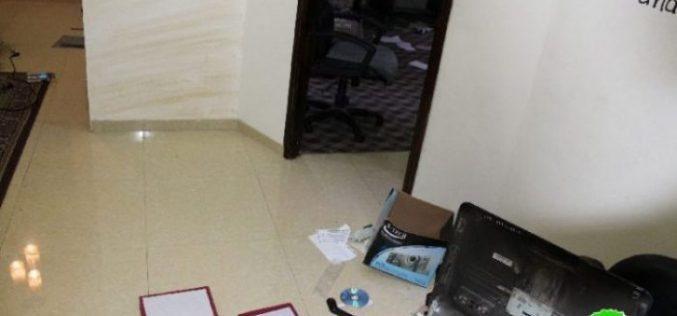 Israeli Occupation Forces seal off Al-Sanabil Radio Station in Hebron governorate