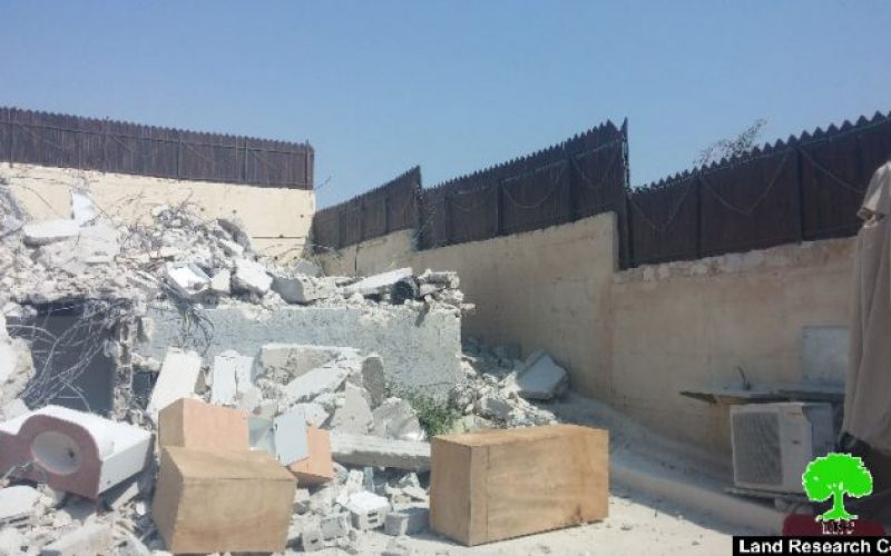 Israel Municipality demolishes a residence in Sur Baher village