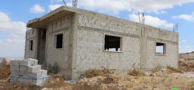 إخطارات بوقف العمل في 4 مساكن في بلدة بيت عوا غرب الخليل
