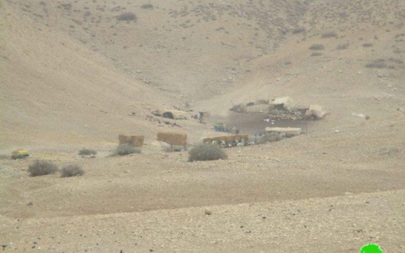 بحجة التدريبات العسكرية .. جيش الاحتلال يأمر بإخلاء 9 عائلات من خربة الرأس الأحمر
