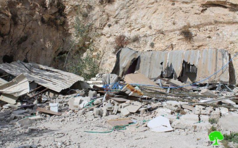 شقيقان من عائلة جعابيص يهدمان مسكنيهما هدماً ذاتياً في جبل المكبر تنفيذاً لقرار محكمة بلدية الاحتلال