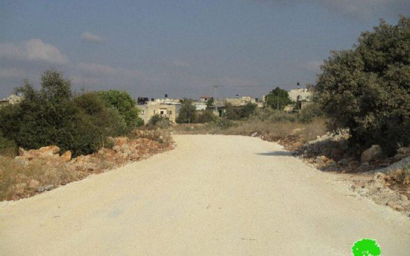 Stop-work order on a road in the Salfit town of Al-Zawiya