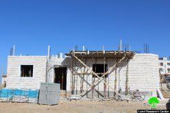 إخطارات بوقف العمل في منزلين ببلدة بيت أمر شمال الخليل
