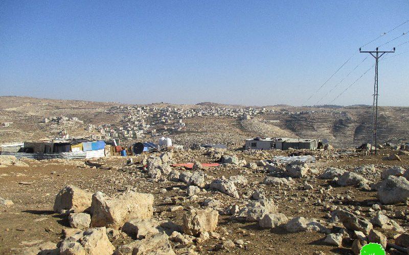"""جيش الاحتلال يصادر بركسات سكنية في تجمع """" المعازي البدوي"""" في بلدة جبع"""