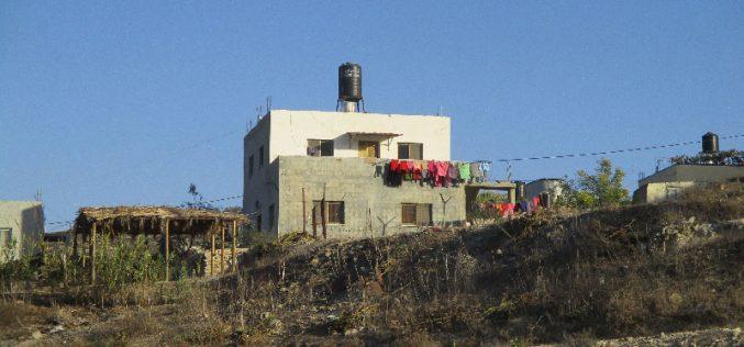 الاحتلال الاسرائيلي يخطر منزلين بوقف البناء في بلدة الزاوية