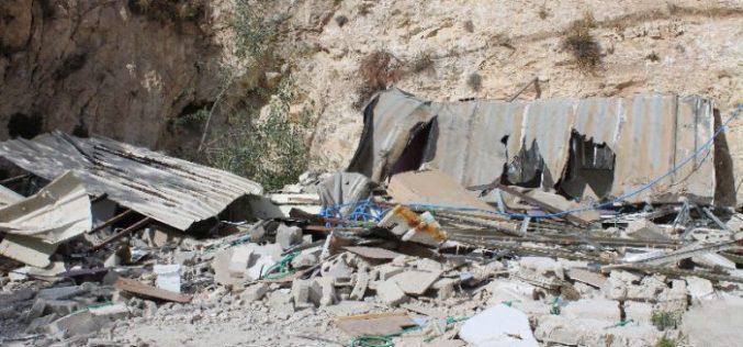 Two Jerusalemites self-demolish their apartments in the village of Jabal Al-Mukabir in Jerusalem