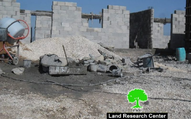 Israeli Occupation Forces notify several structures of stop-work in Al-Muntar Bedouin Community