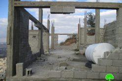 مستعمرون متطرفون يهدمون جدران منزل قيد الإنشاء في قرية سيلة الظهر