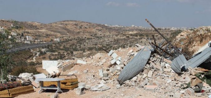 Dozers of Israel Municipality demolish 3 residences in Beit Hanina