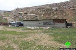 إخطارات بوقف العمل في منشآت سكنية وزراعية بخربة فرعة غرب بلدة دورا