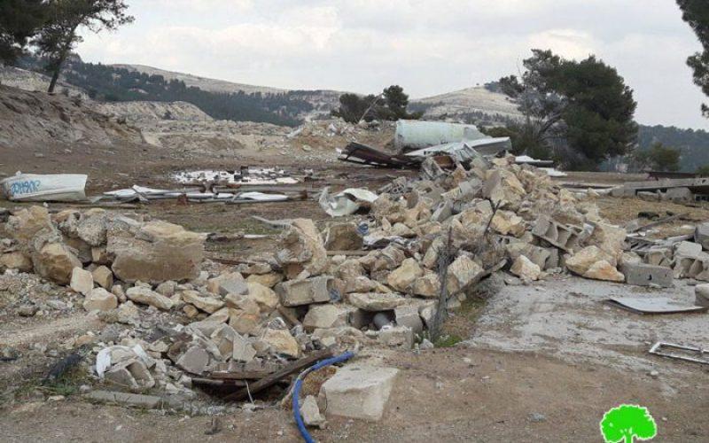 جرافات الاحتلال تهدم 7 منشآت سكنية وزراعية في موقع الإسكان في بلدة العيزرية