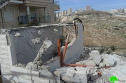 Israel Municipality forces a Jerusalemite man to self-demolish his residence in Al-Isawiya village