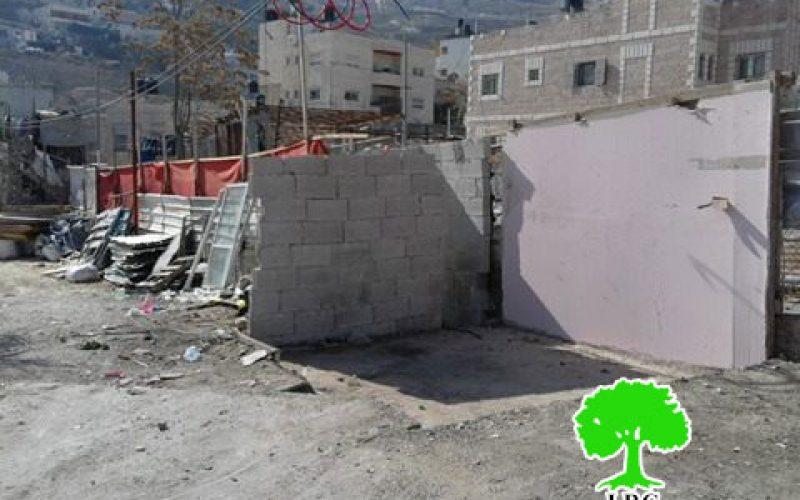 عائلة عبيدات تُجبر على هدم منشآت تجارية لها في حي جبل المكبر ضمن سلسلة العقوبات التي تم فرضها على أهالي جبل المكبر