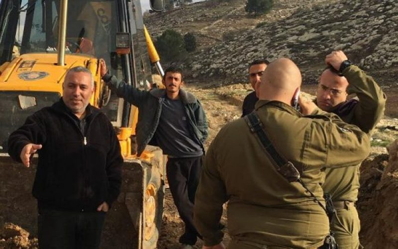 Israeli Occupation Forces halt rehabilitation of agricultural road in Al-Burj village in Hebron city