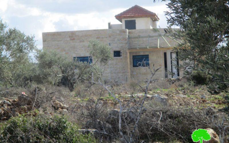 إخطار بوقف البناء لخمسة منشآت سكنية وصناعية في بلدة الزاوية