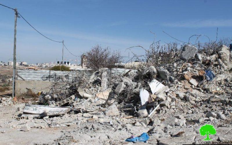 جرافات الاحتلال تهدم مسكناً في حي واد الدم الكائن في بيت جنينا وذلك بحجة عدم الترخيص