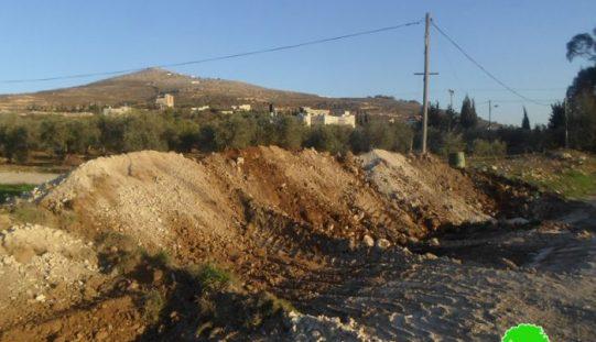 جيش الاحتلال يغلق الطريق الواصل بين قريتي زواتا وجنسنيا بالسواتر الترابية