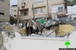 بلدية الاحتلال تهدم مسكناً في حي بيت حنينا شمال مدينة القدس المحتلة بذريعة البناء بدون ترخيص