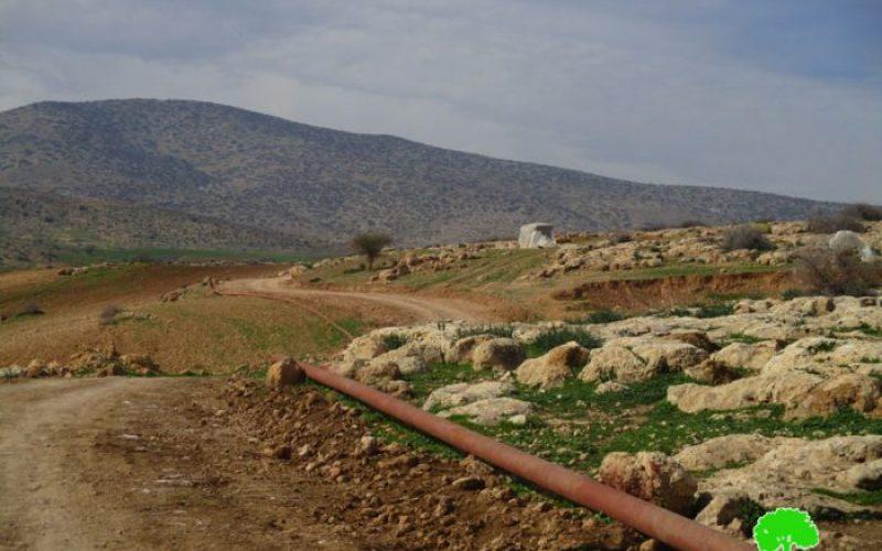 مصادرة آليات ومعدات أثناء العمل على شق طريق زراعي شمال غرب قرية بردلة