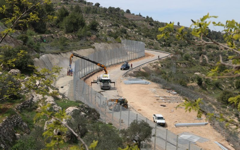 Israeli Occupation Machineries to seal off Cremisan Valley from the rest of Beit Jala city lands