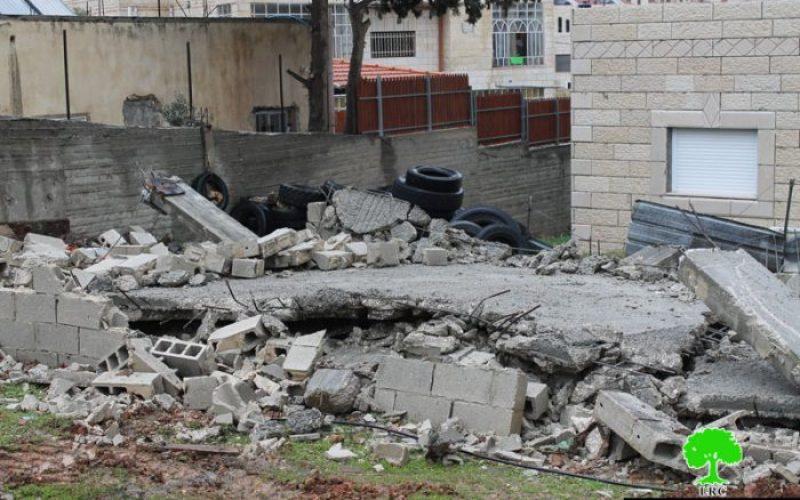 هدم منزلاً سكنياً قيد الإنشاء في قرية حزما شمال مدينة القدس المحتلة بحجة عدم الترخيص