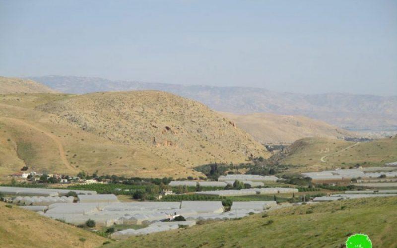 مصادرة غرفة متنقلة في قرية فروش بيت دجن في منطقة الأغوار الشمالية