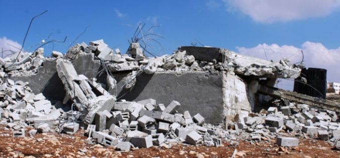 Israeli Occupation Forces demolish a residence in Hebron without previous notice