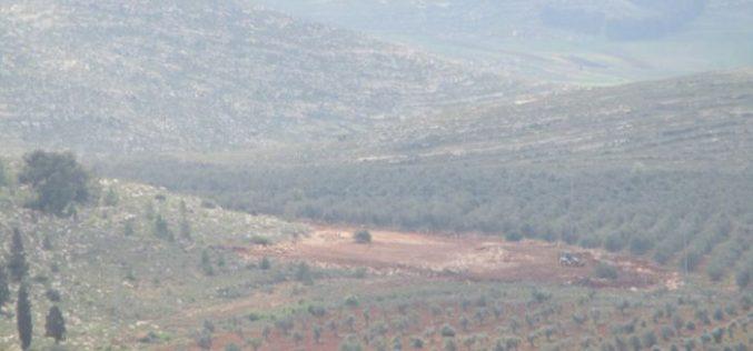 """مستعمرو """" شفوت راحيل"""" يشرعون بتجريف أراض زراعية جنوب شرق قرية جالود"""