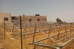جيش الاحتلال يصادر ألواح وبطاريات للطاقة الشمسية في بلدة جب الذيبشرق محافظة بيت لحم