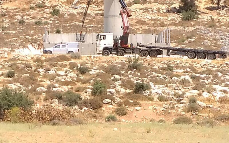 Israeli Occupation Forces seal off village entrance south Hebron and establish military watchtower in the area