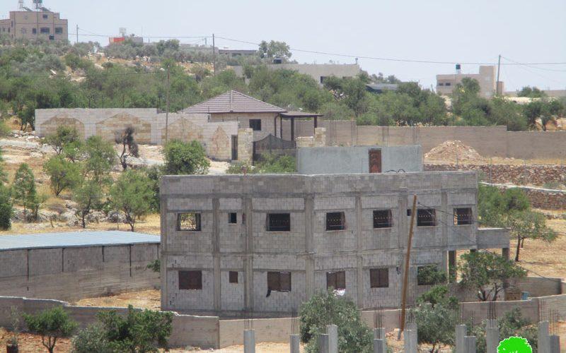 اخطارات بوقف البناء تطال مساكن ومنشآت زراعية في قرية دوما